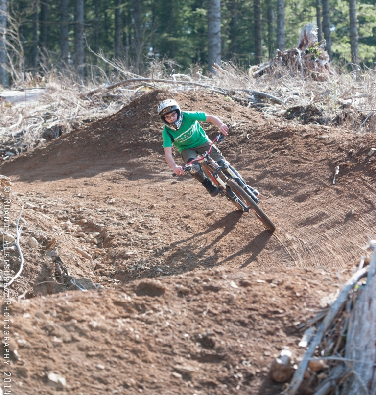 Gordo leaning into the large S berms!