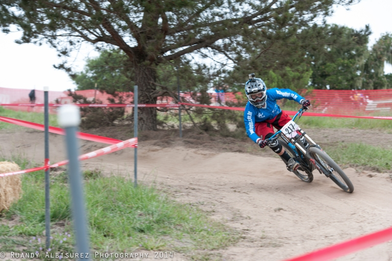 Luana Oliveira going all out into the first berm!